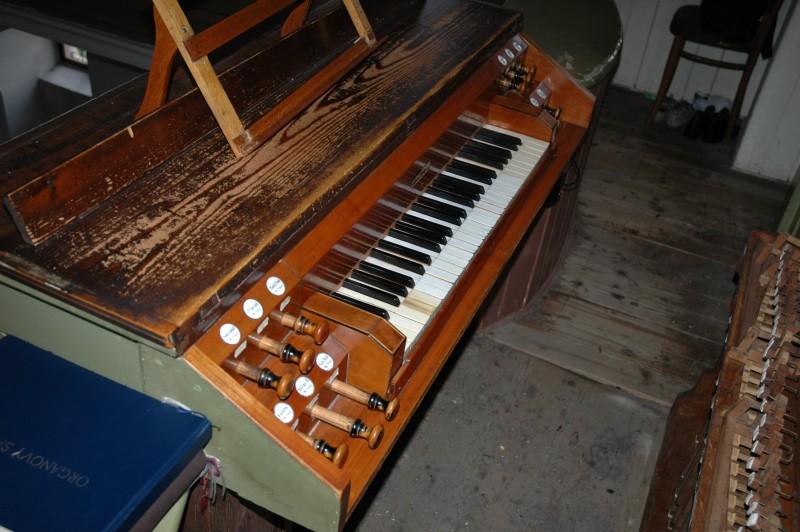 Organ v Malom kostole -- hrací stôl, Foto: M. A. Mayer